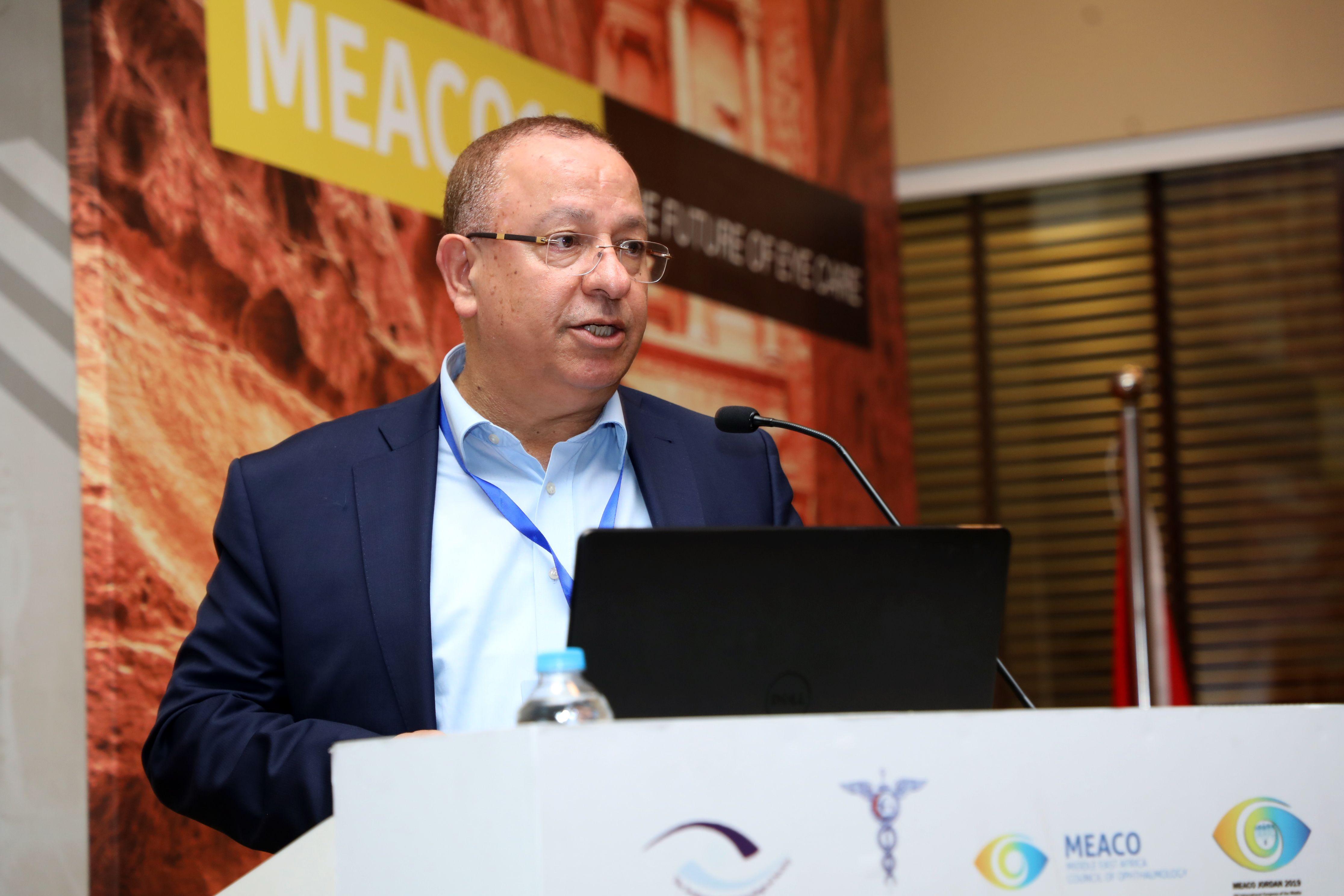 الدكتور ابراهيم  النوايسة  استشاري  طب  العيون  و  اعتلال  الشبكية